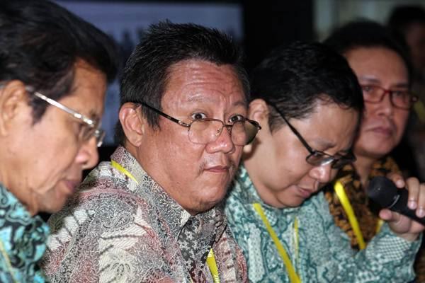 Direktur Utama PT Buyung Poetra Sembada Sukarto Bujung (kedua kiri), didampingi direksi dan komisaris mendengarkan pertanyaan wartawan usai paparan publik di Jakarta, Rabu (29/8/2018). - JIBI/Dedi Gunawan