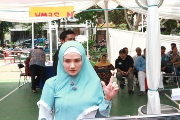 Mulan Jameela saat ditemui usai mencoblos di TPS 49 Pinang Suasa IV, Jakarta, Rabu (17/4/2019). - Antara
