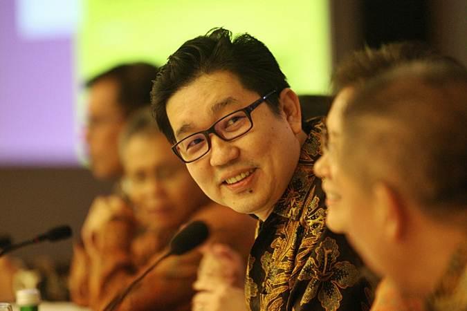 Presiden Direktur PT Acset Indonusa Tbk Jeffrey Gunadi Chandrawijaya didampingi direksi lainnya memberikan penjelasan mengenai kinerja perusahaan usai rapat umum pemegang saham tahunan di Jakarta, Rabu (10/4/2019). - Bisnis/Dedi Gunawan