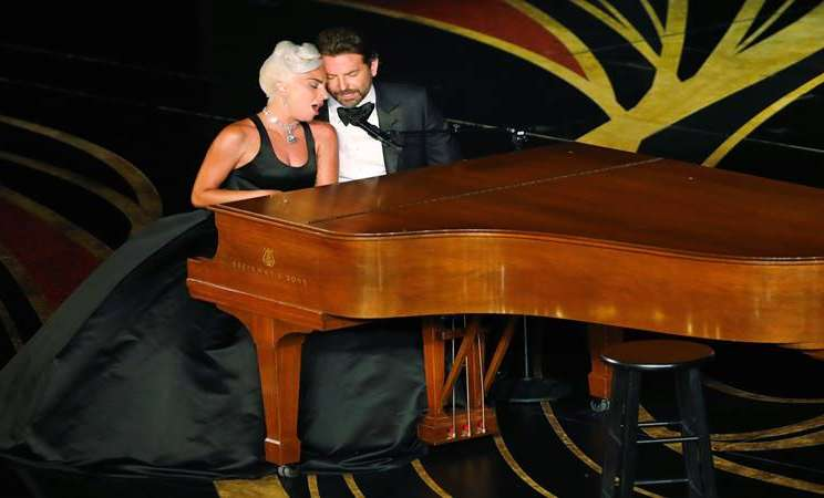 "Lady Gaga dan Bradley Cooper menampilkan ""Shallow"" dari ""A Star Is Born"" pada ajang 91st Academy Awards di Los Angeles, California, 24 Febaruari 2019. - Reuters"