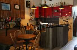 Membangun Kolaborasi Bisnis Radio dan Kafe