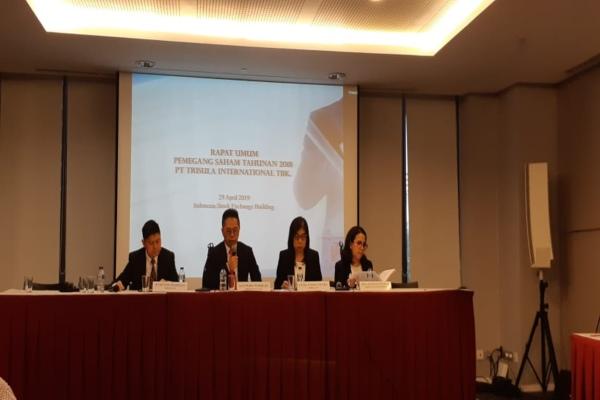 Direktur Utama Trisula International Kris S Widjojo(kedua dari kiri) saat public expose pada Senin (29/4/2019) di Jakarta. - Bisnis/Azizah Nur Alfi