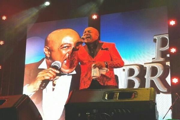 Penyanyi asal South Carolina, Amerika Serikat (AS), Peabo Bryson tampil dalam gelaran Economics Jazz ke-22 di Grha Sabha Pramana, UGM, Sabtu malam (3/12/2016). - Antara
