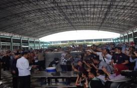 Jelang May Day, Jokowi Santap Siang Bareng Buruh Pabrik Sepatu