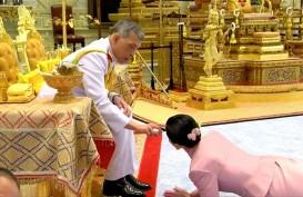 Foto Pernikahan Keempat Raja Thailand dengan Mantan Pramugari Thai Airways