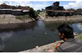 Air di Kali Sunter Cipinang Muara Berubah Jadi Biru, KLHK Duga ini Penyebabnya