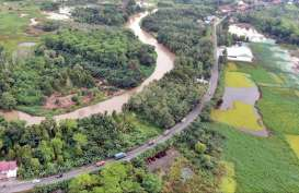 Bergoyang 9 Jam 'Menikmati' Jalan Nasional Palembang-Terbanggi Besar