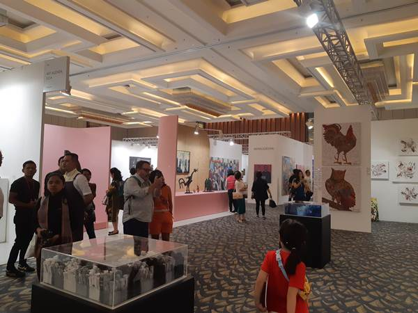 Suasana hari ketiga Art Moments Jakarta di Sheraton Gandaria City Jakarta (5/5/2019) - Bisnis/Tika Anggreni
