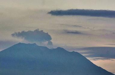 Gunung Agung Erupsi, Ledakan Terdengar di Pos Rendang