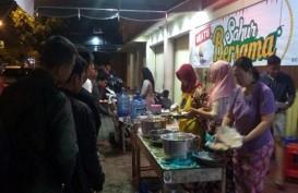 Setiap Hari, Pengusaha Tekstil di Purwokerto Bagi-bagi Makanan Sahur Gratis