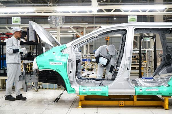 Perakitan Mitsubishi Xpander di Pabrik Bekasi.  - MITSUBISHI