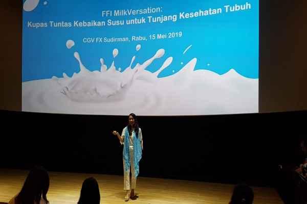 Spesialis gizi klinis dr. Diana F. Suganda, M.Kes, Sp. GK berbicara soal mitos dan fakta terkait susu dalam acara FFI MilkVersation yang digelar PT Frisian Flag Indonesia, Rabu (15/5/2019) - Bisnis/Denis Riantiza Meilanova