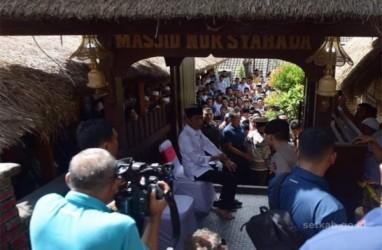 Usai Salat Jumat Siang Tadi, Presiden Jokowi Blusukan di Dusun Sade NTB
