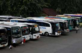 ANGKUTAN MASSAL : Grasa-Grusu Bus Tol Trans-Jawa