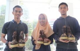 Mahasiswa UMM Ciptakan sepatu Multifungsi Bermotif Batik