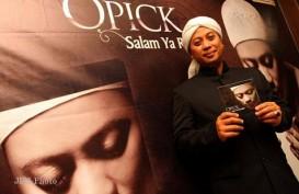 Opick Sambut Jenazah Ustaz Arifin Ilham di Bandara Halim Perdana Kusuma