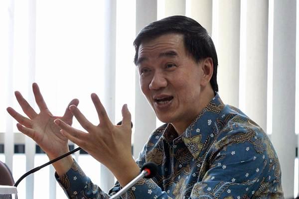 Presiden Direktur PT Kalbe Farma Tbk. Vidjongtius memberikan paparan saat berkunjung ke kantor Bisnis Indonesia, di Jakarta, Selasa (15/5/2018). - JIBI/Dwi Prasetya