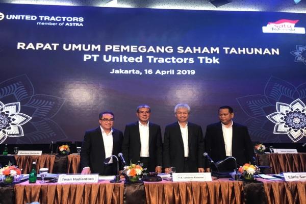 Jajaran direksi PT United Tractors Tbk. yang baru. Perseroan mengganti dirut emiten dengan kode UNTR itu dalam rapat umum pemegang saham yang digelar Selasa (16/4/2019).  - Bisnis/M. Nurhadi Pratomo