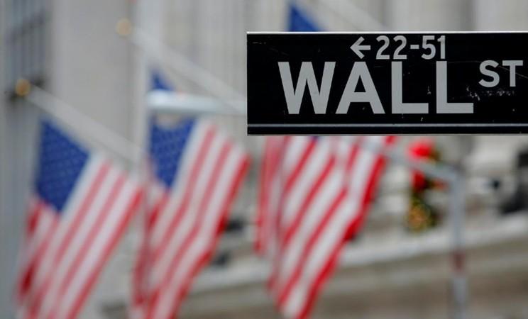 Marka jalan di dekat New York Stock Exchange (NYSE) di Manhattan, New York City/REUTERS - Andrew Kelly