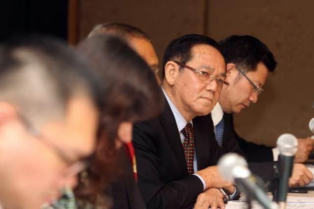 Presiden Direktur PT Charoen Pokphand Indonesia Tbk Tjiu Thomas Effendy (kedua kanan) menjawab pertanyaan wartawan usai rapat umum pemegang saham perseroan, di Jakarta, Kamis (23/5/2019). - Bisnis/Endang Muchtar