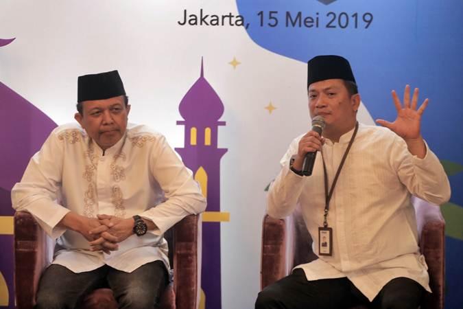 Direktur Utama PT Permodalan Nasional Madani (Persero) (PNM) Arief  Mulyadi (kanan) dan Komisaris Utama PNM Agus Muharram memberikan paparan dalam bincang santai jelang buka puasa di Jakarta, Rabu (15/5/2019). - Bisnis/Felix Jody Kinarwan