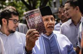 "Amien Rais Bawa Buku ""Jokowi People Power"" ke Ditreskrimum Polda Metro Jaya"