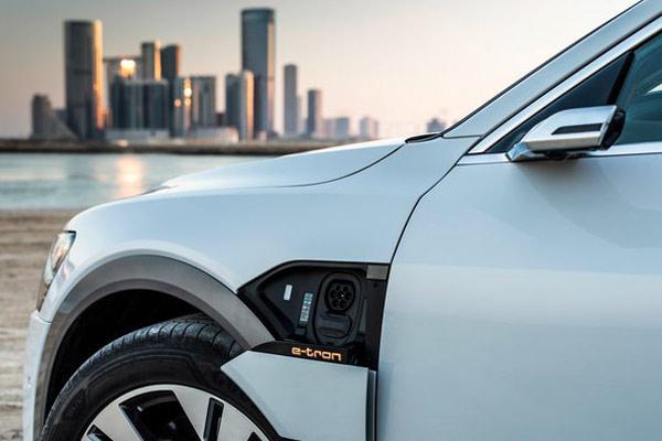 Audi e-tron di Masdar City  - AUDI AG