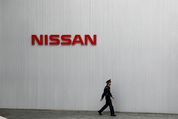 Logo Nissan tampak di kantor pusat Nissan Motor Co di Yokohama, Jepang, 22 November 2018.  - REUTERS