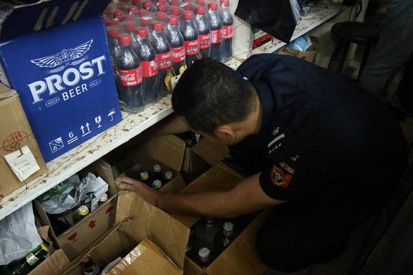 Bersinergi dengan Pemkot Malang Bea Cukai Malang Amankan Ratusan Botol Miras Ilegal
