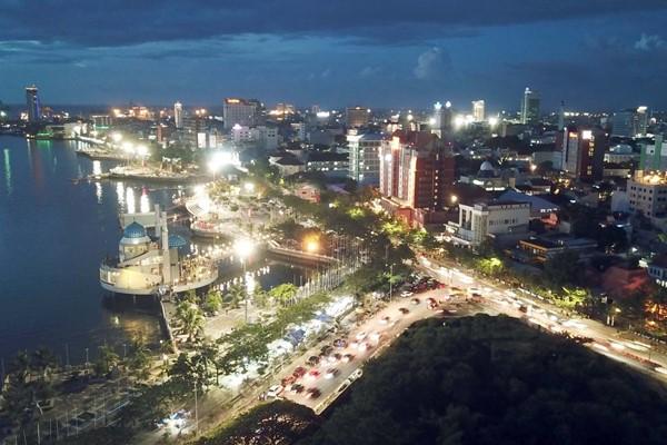 Ilustrasi - Kota Makassar, Sulawesi Selatan pada waktu senja. - Bisnis/Istimewa