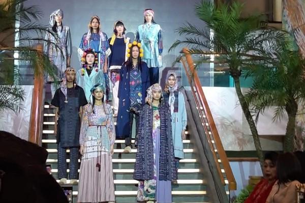 Koleksi fashion Mel Ahyar - Asteria Desi Kartika Sari