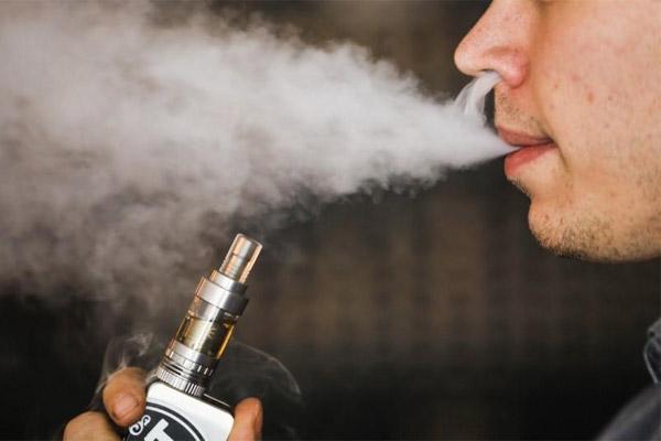 NCIG International memutuskan untuk berinvestasi di Indonesia melihat potensi pasar rokok elektrik yang besar.  - FOTO REUTERS