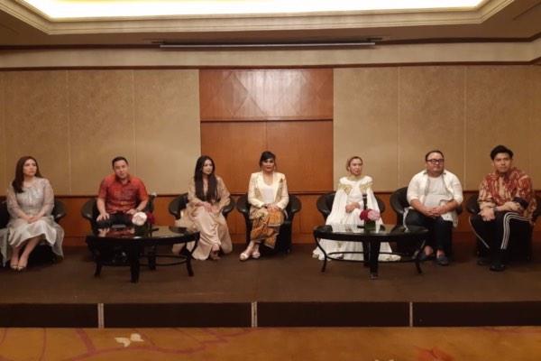 Maya Miranda Ambarsari (tengah) pemilik Rumah Belajar Miranda dalam konferensi pers bersama HendraTheado dari Delacour (kedua dari kiri) serta pendukung acara lainnya, di Jakarta, Rabu (29/5/2019). - Istimewa