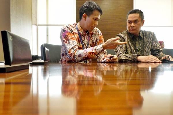 Plt. Direktur Utama PT Sarana Multi Infrastruktur (SMI) Edwin Syahruzad (kiri). - JIBI/Nurul Hidayat