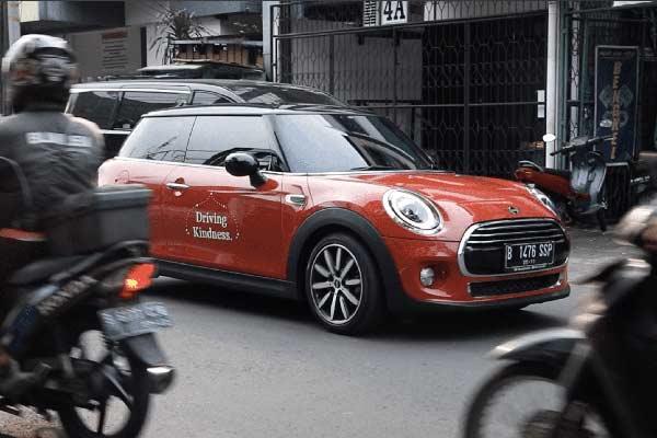 Hingga minggu terakhir bulan Ramadan 2019, sekitar lebih dari 300 km telah terakumulasi dari kegiatan DrivingKindness di jaringan diler resmi MINI Indonesia.  - MINI