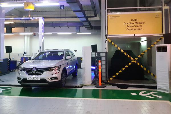 Koleos di dealer eksklusif Renault di Pluit.  - Bisnis.com