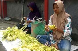 Pedagang Ketupat Dadakan Bermunculan di Purwokerto