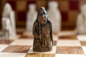 Bidak Catur Kuno dari Era Viking Dilelang Seharga…