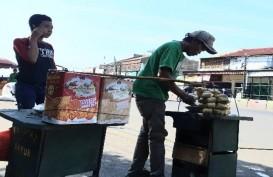 Penjual Ketupat Sayur dan Petugas Keamanan Stasiun Tetap Mengais Rezeki saat Lebaran