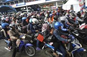 Pemudik Motor di Jalan Raya Serang Masih Terpantau…