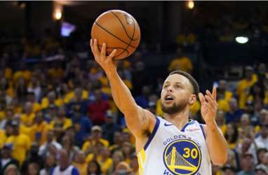 Stephen Curry Bermain Hebat, Warriors Tetap Keok