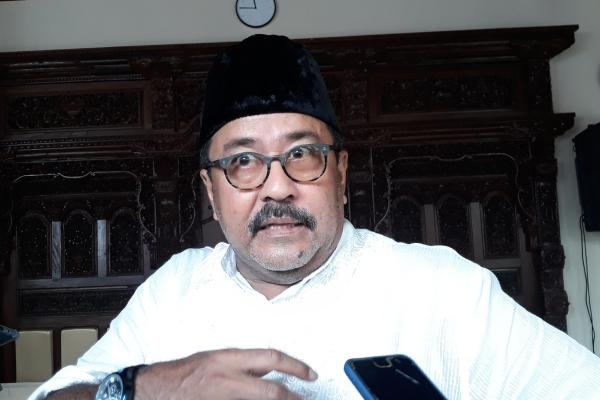 Rano Karno di kediamannya, Kawasan Lebak Bulus, Jakarta Selatan, Kamis (6/6/2019). - Bisnis/Ria Theresia