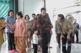 Lebaran Idulfitri : Presiden Jokowi Bersama Istri…