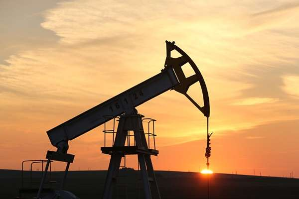 Kilang minyak. - Bloomberg