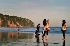 106 Wisatawan Tersengat Ubur - ubur di Pantai Parangtritis
