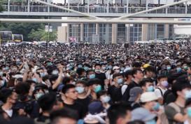 Demonstran Lumpuhkan Pusat Keuangan Hong Kong