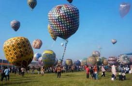 Balon Udara Berukuran Sangat Besar Jatuh Timpa Rumah Warga di Yogyakarta