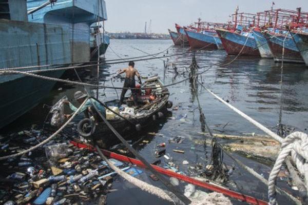 Perairan utara DKI Jakarta dipenuhi sampah. - Antara/Aprilio Akbar