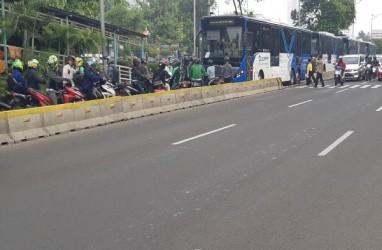 Sidang MK : Sejumlah Ruas Jalan Ditutup, Pemotor Serobot Jalur Transjakarta