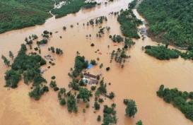 Puluhan Keluarga Korban Banjir Konawe Utara Dirikan Tenda Darurat